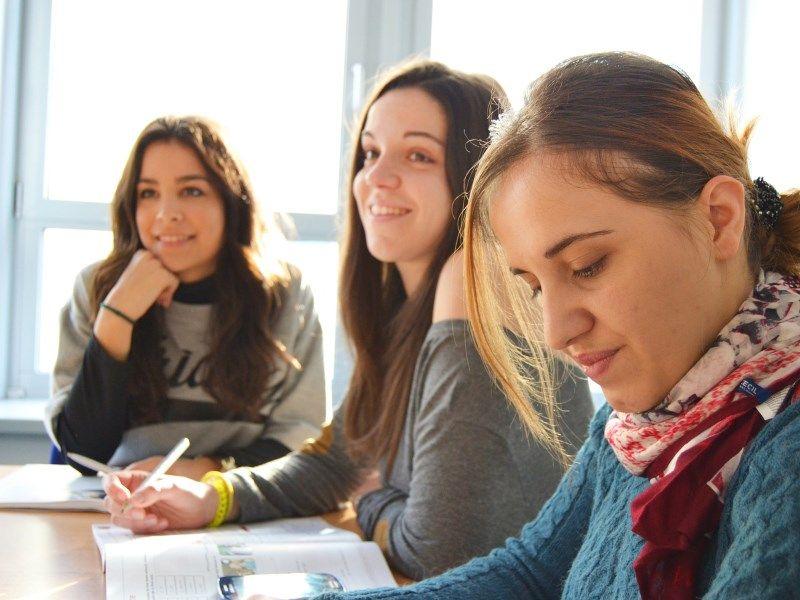 "Kraljevo: Tribina ""Partnerski za obrazovanje, obrazovanje za 5 plus"""